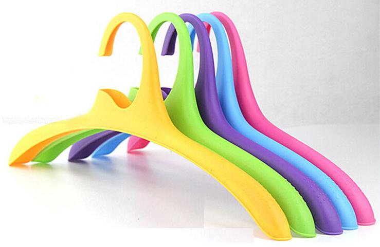 Back to school Plastic hangers